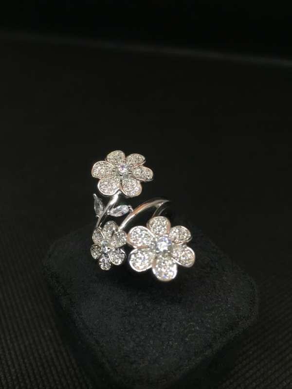 anello-3fiori-argento-zirconi-gioielleria-berluti